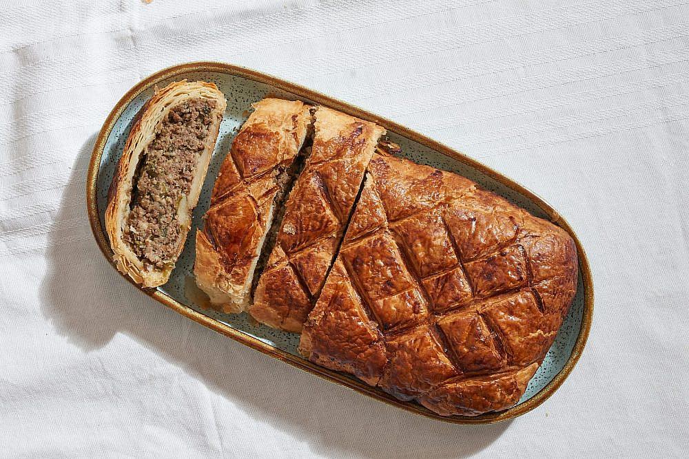 חלת הבשר של שף אבי ביטון (צילום: אנטולי מיכאלו)