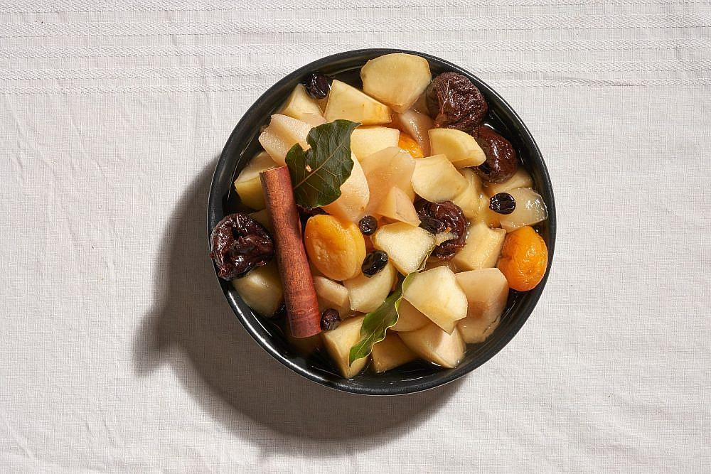 קומפוט פירות קיץ של רן שמואלי (צילום: אנטולי מיכאלו)