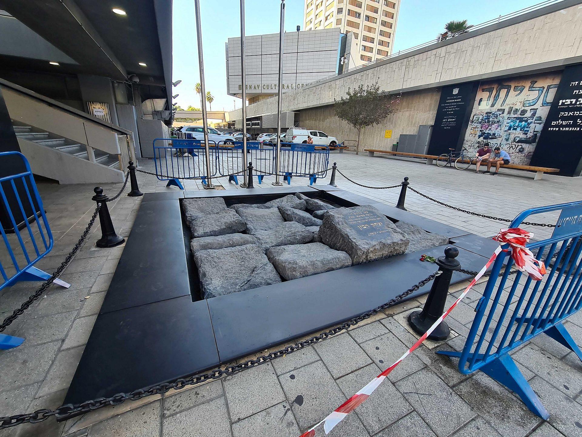 """זיכרון בשיפוצים. רחבת האנדרטה לזכר רבין ז""""ל (צילום: דוברות עיריית תל אביב-יפו)"""
