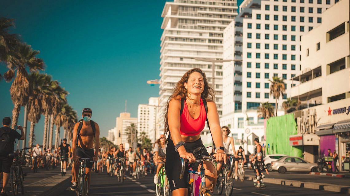 רוקדים על האופניים כל הדרך לסגר. FIT (צילום: חליל מיירוד)