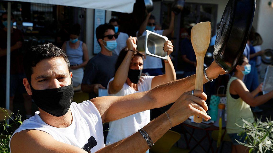 """""""עסקים קורסים בגללכם"""". הפגנת מסעדנים בתל אביב, יולי 2020 (צילום: גטי אימג'ס)"""
