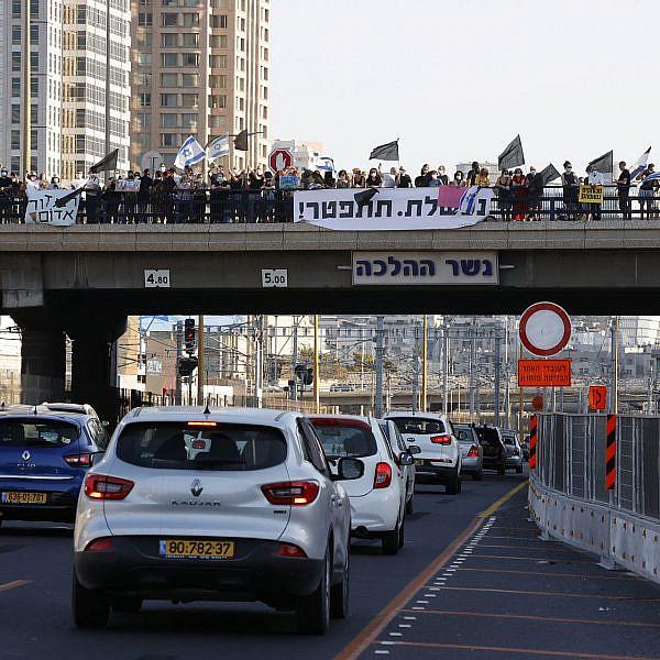 אין כמו הפגנה שכונתית קטנה להרמת המוראל. מחאת הגשרים (צילום: ג'ק גואז\גטי אימג'ס)