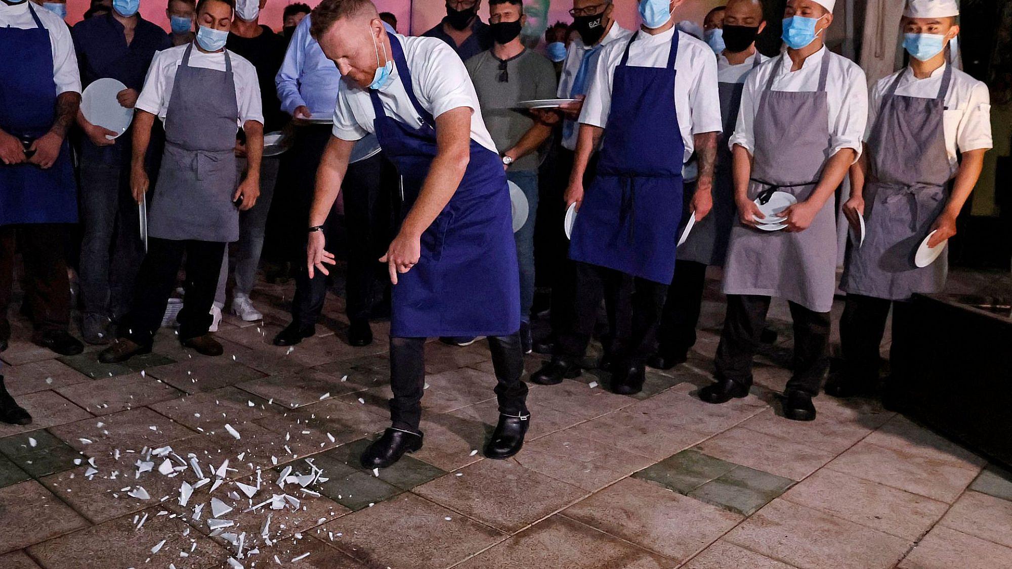 התחתית של התחתית של השפל. יובל בן נריה מטאיזו בהפגנת המסעדנים בספטמבר 2020 (צילום: גטי אימג'ס)