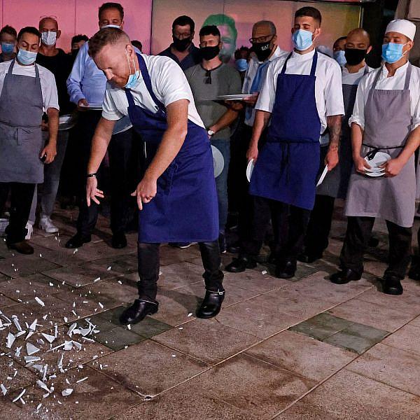 התחתית של התחתית של השפל. יובל בן נריה מטאיזו בהפגנת המסעדנים בחודש שעבר (צילום: גטי אימג'ס)