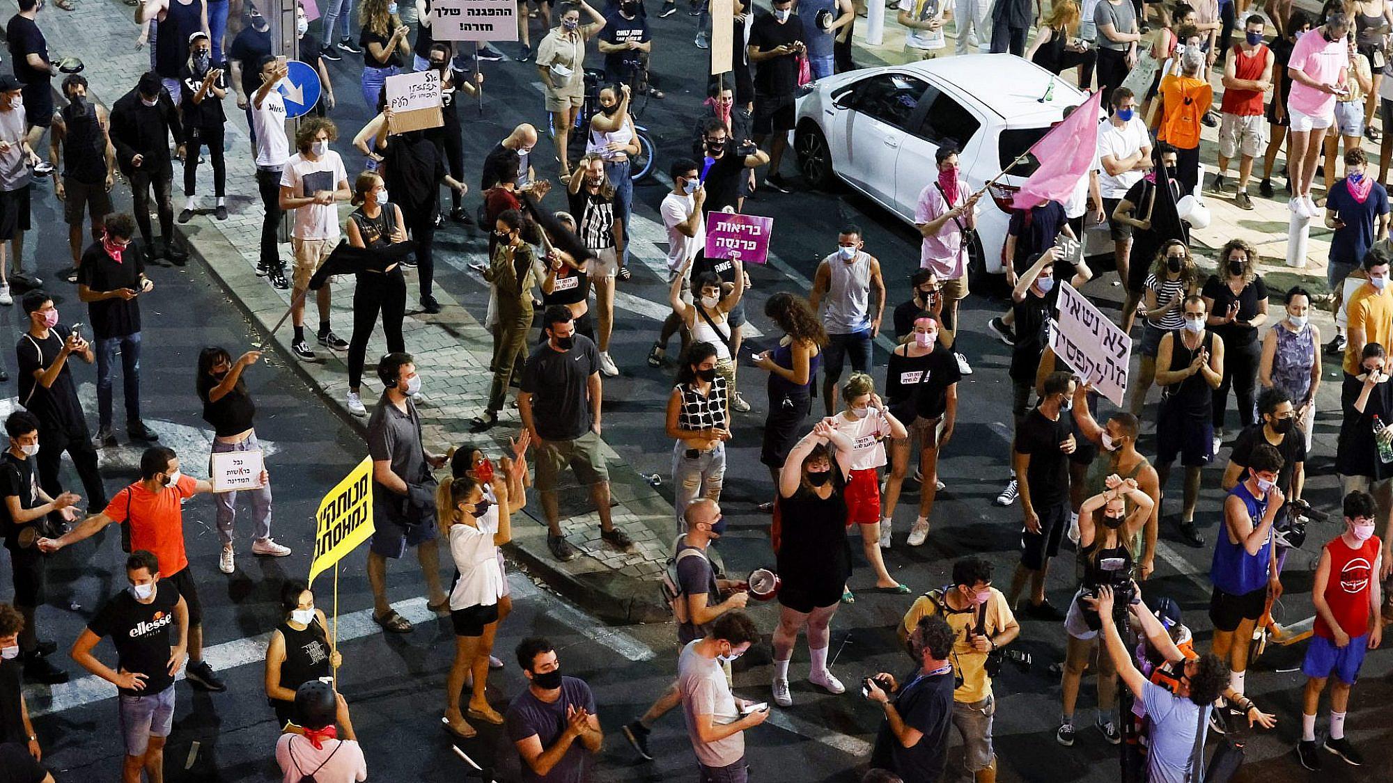 """המחאה במוצ""""ש בכיכר הבימה (צילום: ג'ק גואז\גטי אימג'ס)"""