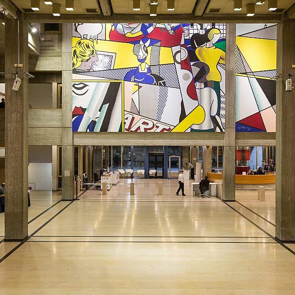 זוז מפה חבוב, שלא תדביק איזה מיצב. מוזיאון תל אביב לאמנות (צילום: שאטרסטוק)