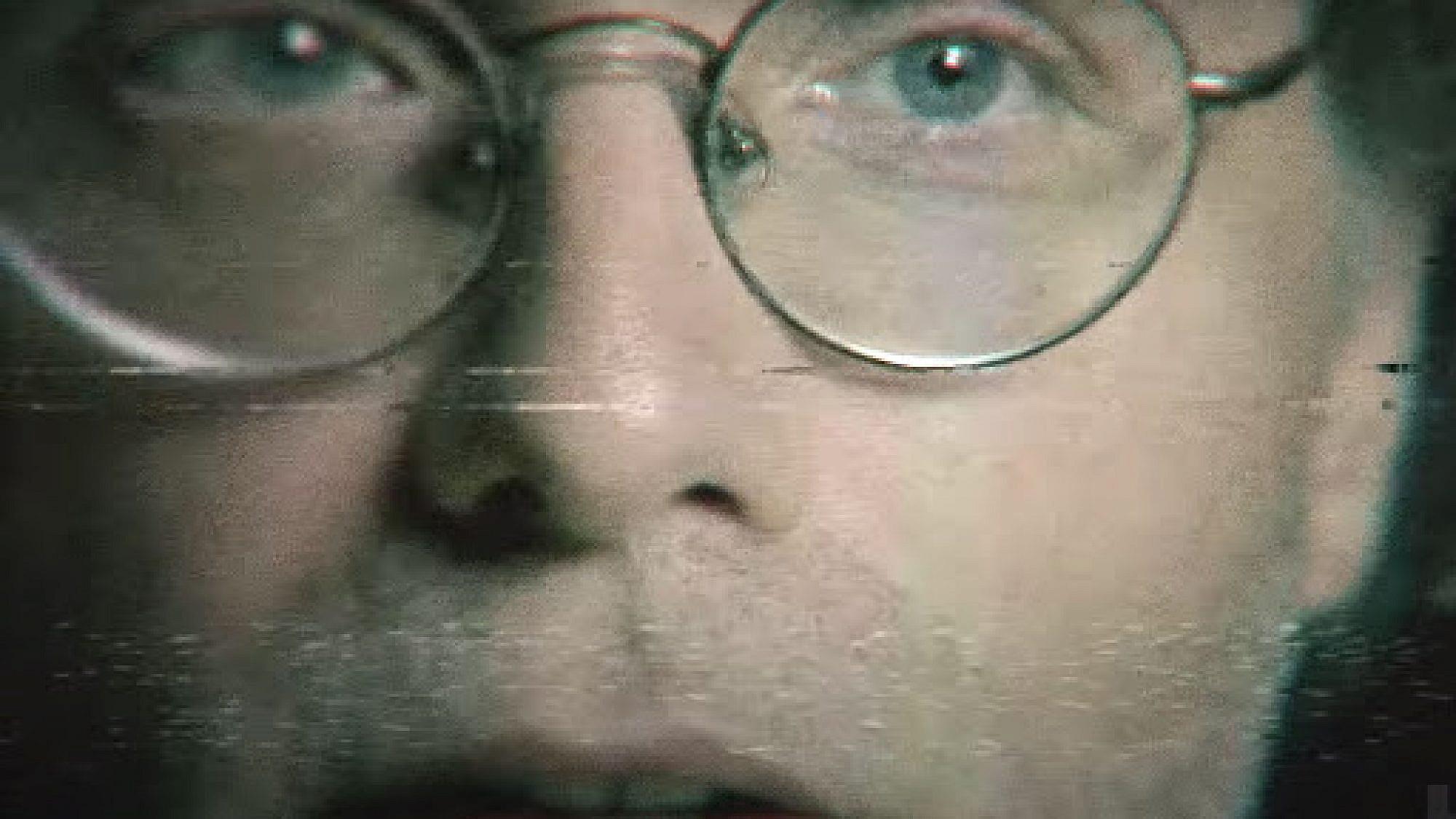 """פרצופו שובר המיתוסים של הרשע. קית' רנירי, מייסד הכת ב""""The Vow"""" (צילום מסך: HBO)"""