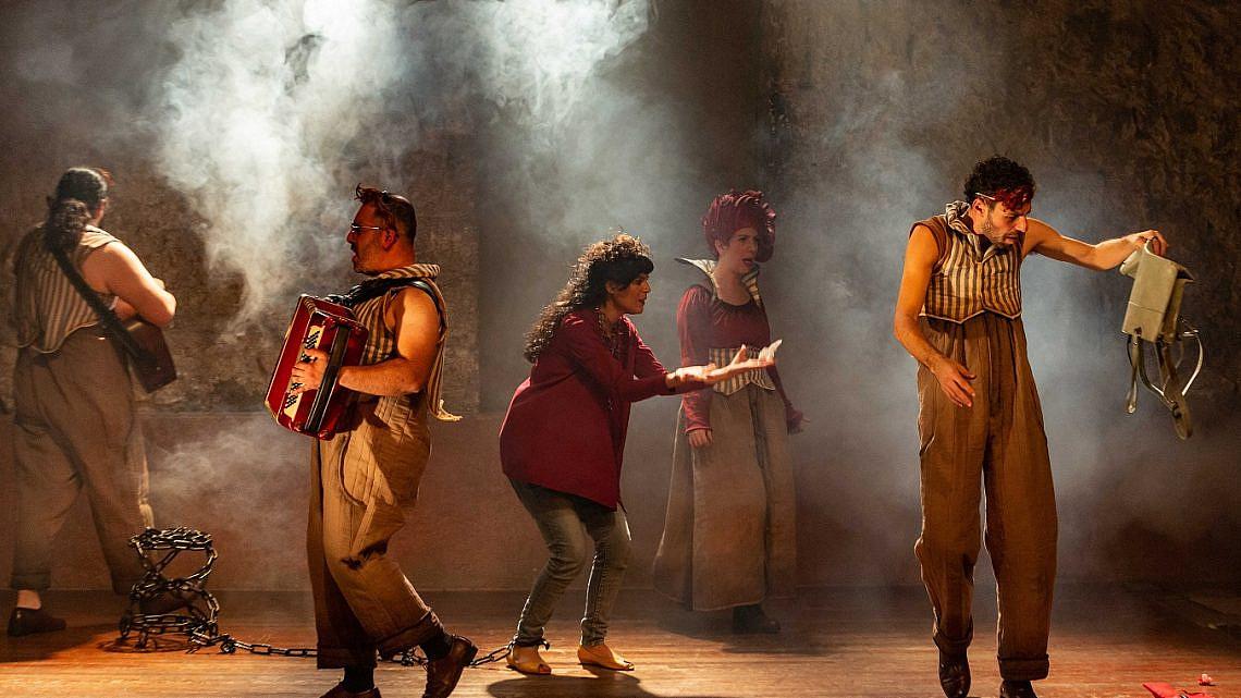 מתוך ההצגה חלילה של יונתן בלומנפלד צילום: יעל אילן