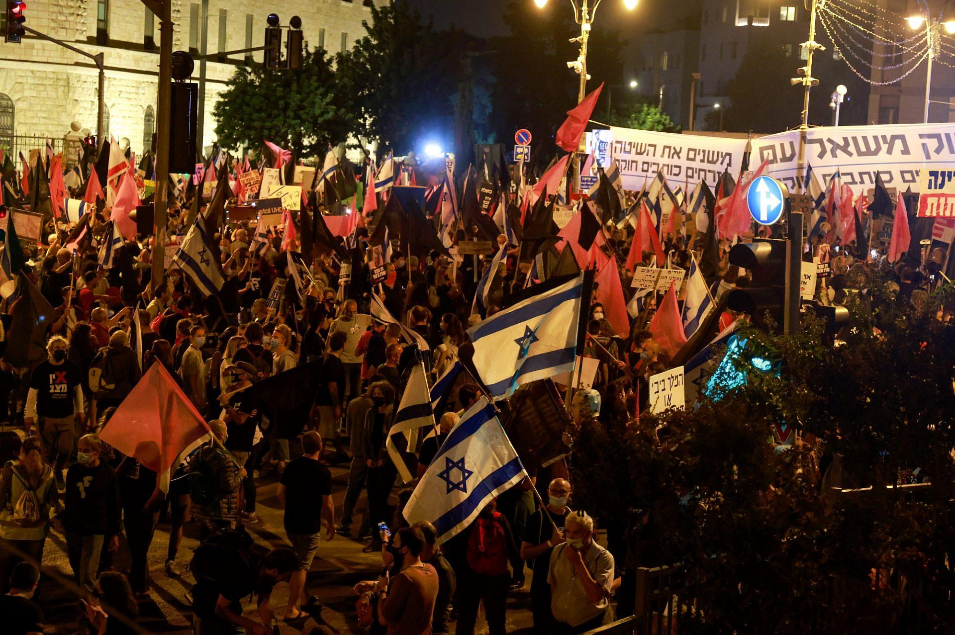 """כל המחאות הן אותה מחאה. מוצ""""ש בבלפור (צילום: מנחם כהנא\גטי אימג'ס)"""
