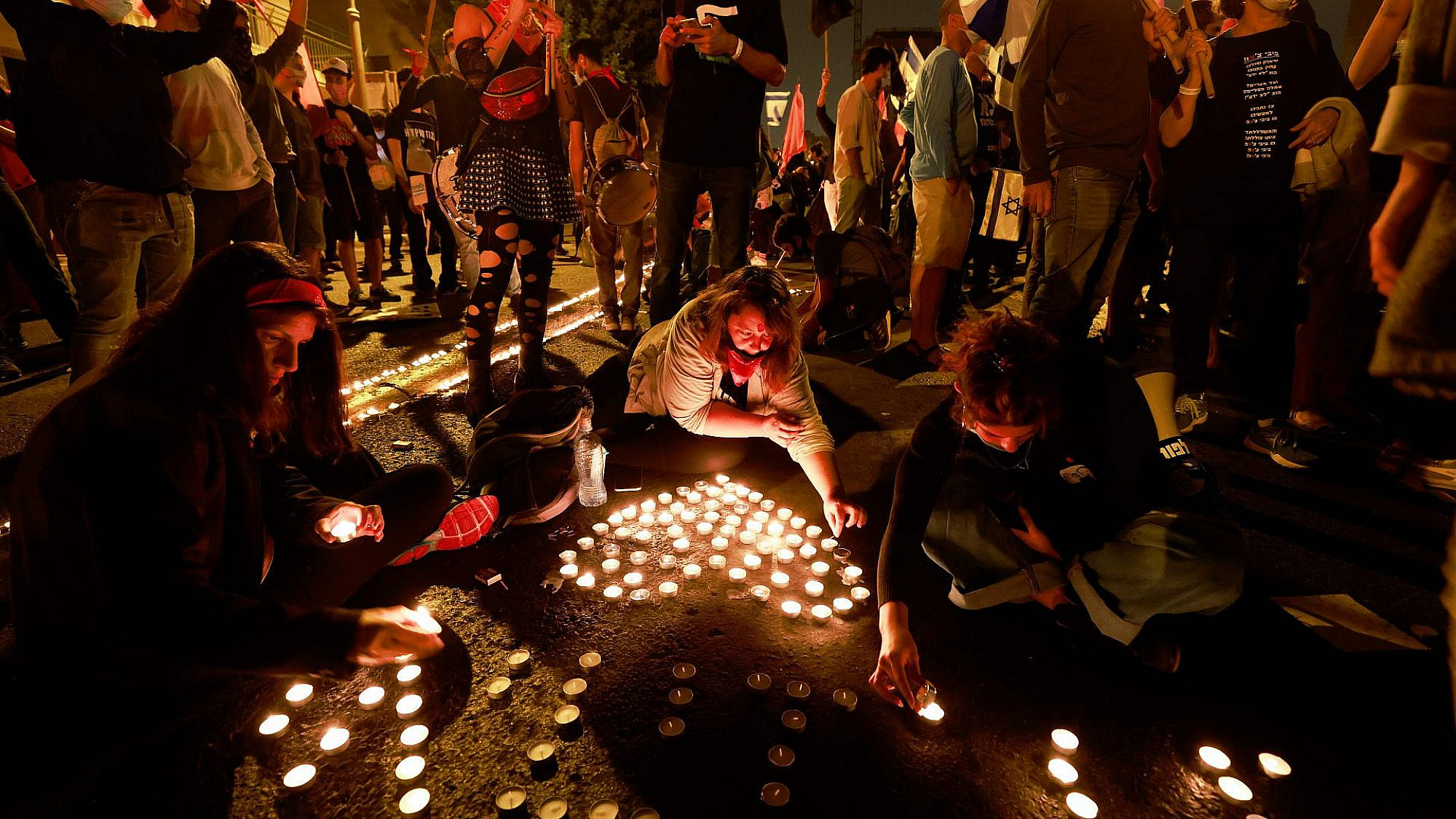 לזרוע נקודות של אור. מחאת הצעירים, בבלפור (צילום: גטי אימג'ס)