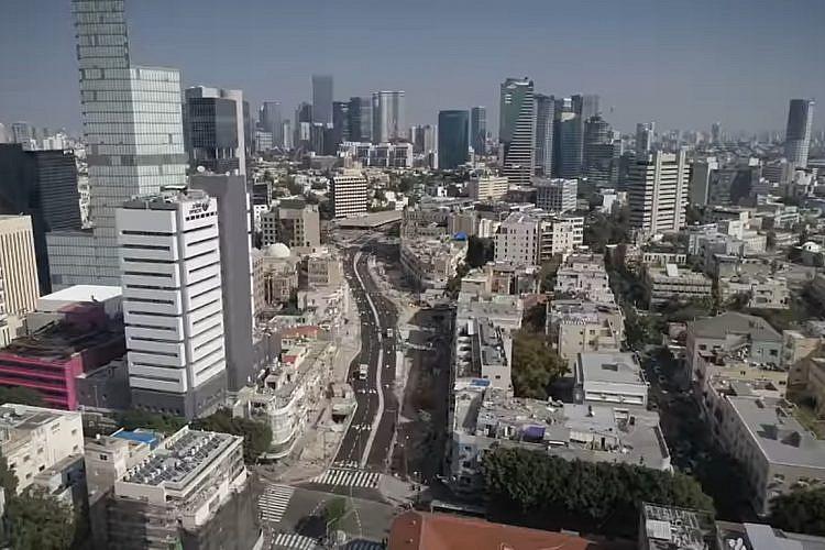 """מדבר אורבני לכלי רכב בלבד. רחוב יהודה הלוי החדש (צילום מסך: נת""""ע)"""