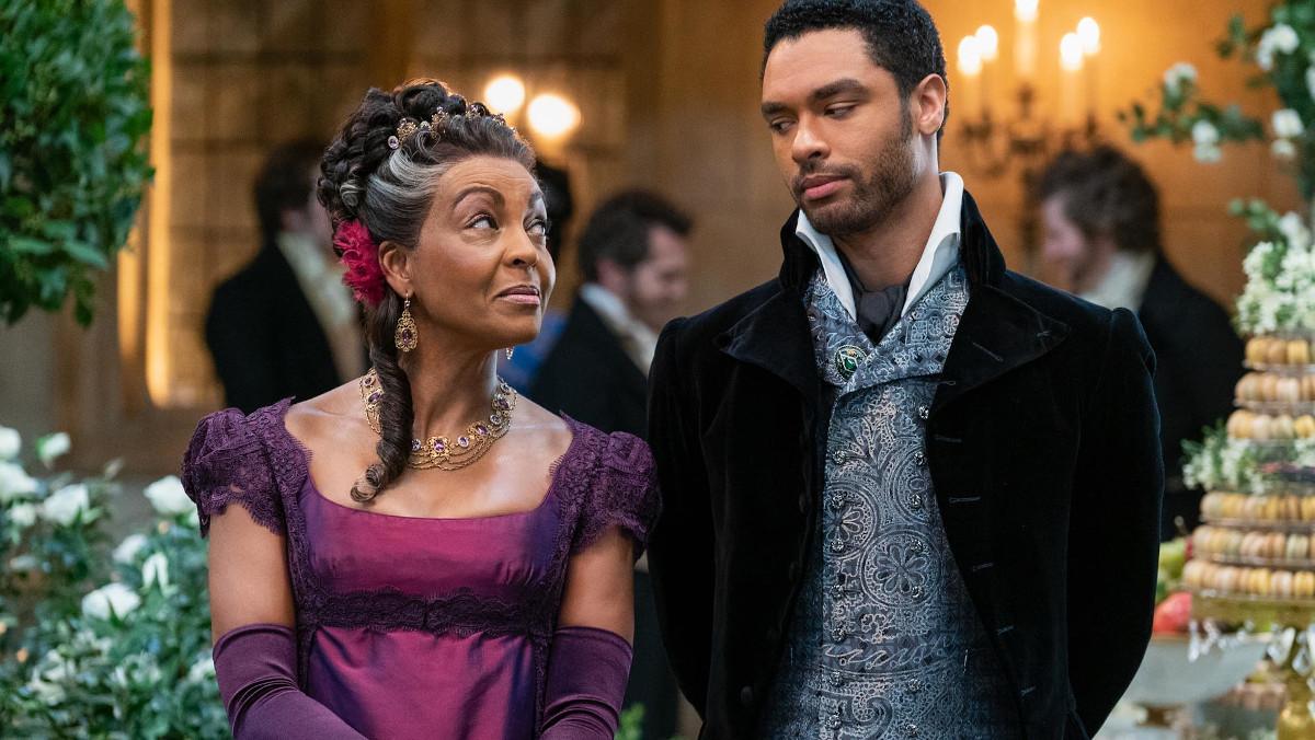 """שחורים בחצר המלוכה, אנכרוניזם שמוסיף להנאה. """"ברידג'רטון"""" (צילום: Netflix)"""