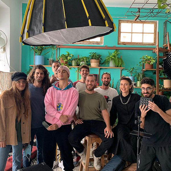 הצוות, הצמחים, ומרגי. צילום: דנה זהבי