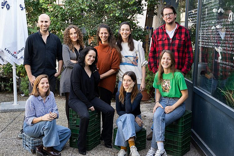 """חברי המיזם """"מסעדות בסולידריות"""". צילום: עומר פרידמן"""