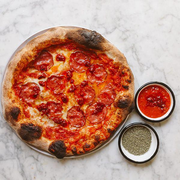 תקשיבי פיצה, את הרווחת את השם הזה. ג'ונז את מלגו ומלבר (צילום: בר כהן)
