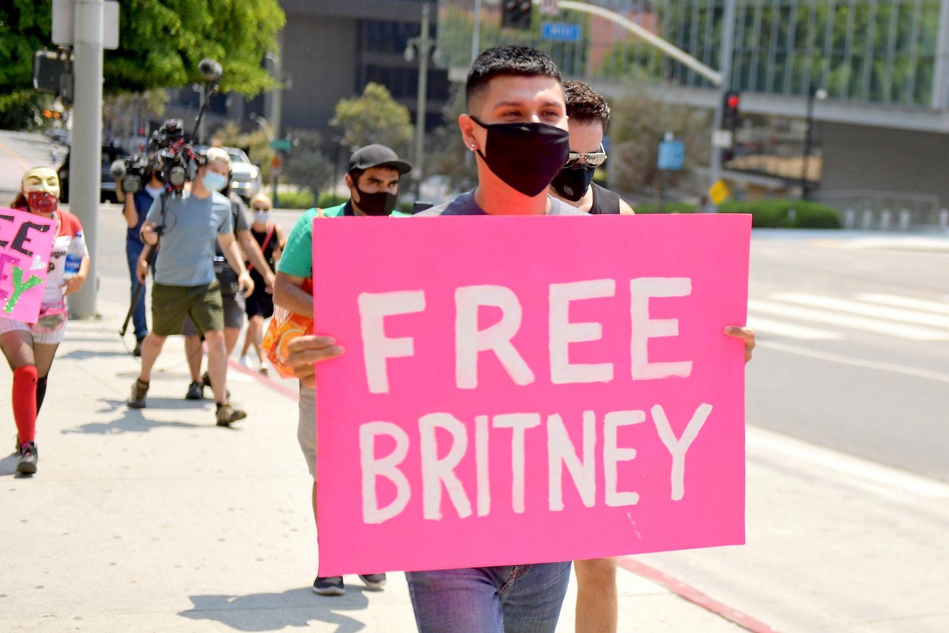 מעריצי ספירס מפגינים בלוס אנג'לס, אוגוסט 2020 (צילום: מאט ווינקלר\גטי אימג'ס)