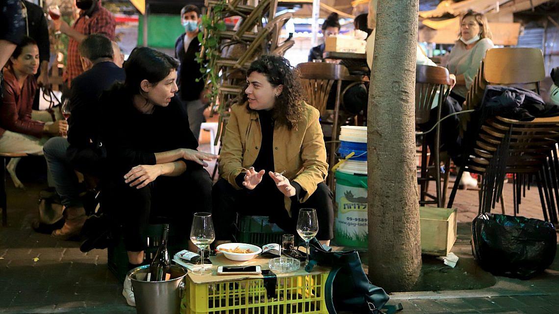 יאללה תוציאו כבר שולחנות, מה נסגר. מסעדה בתל אביב, ספטמבר 2020 (צילום: דיוויד סילברמן\גטי אימג'ס)
