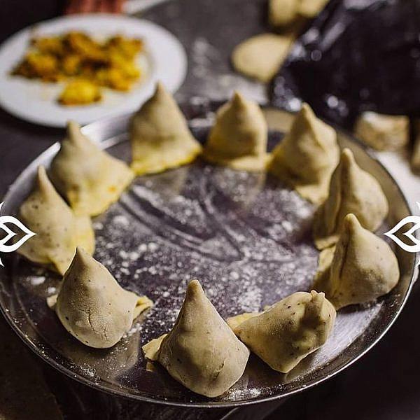 סמוסות מרהיבות בטנדורי. צילום: יח