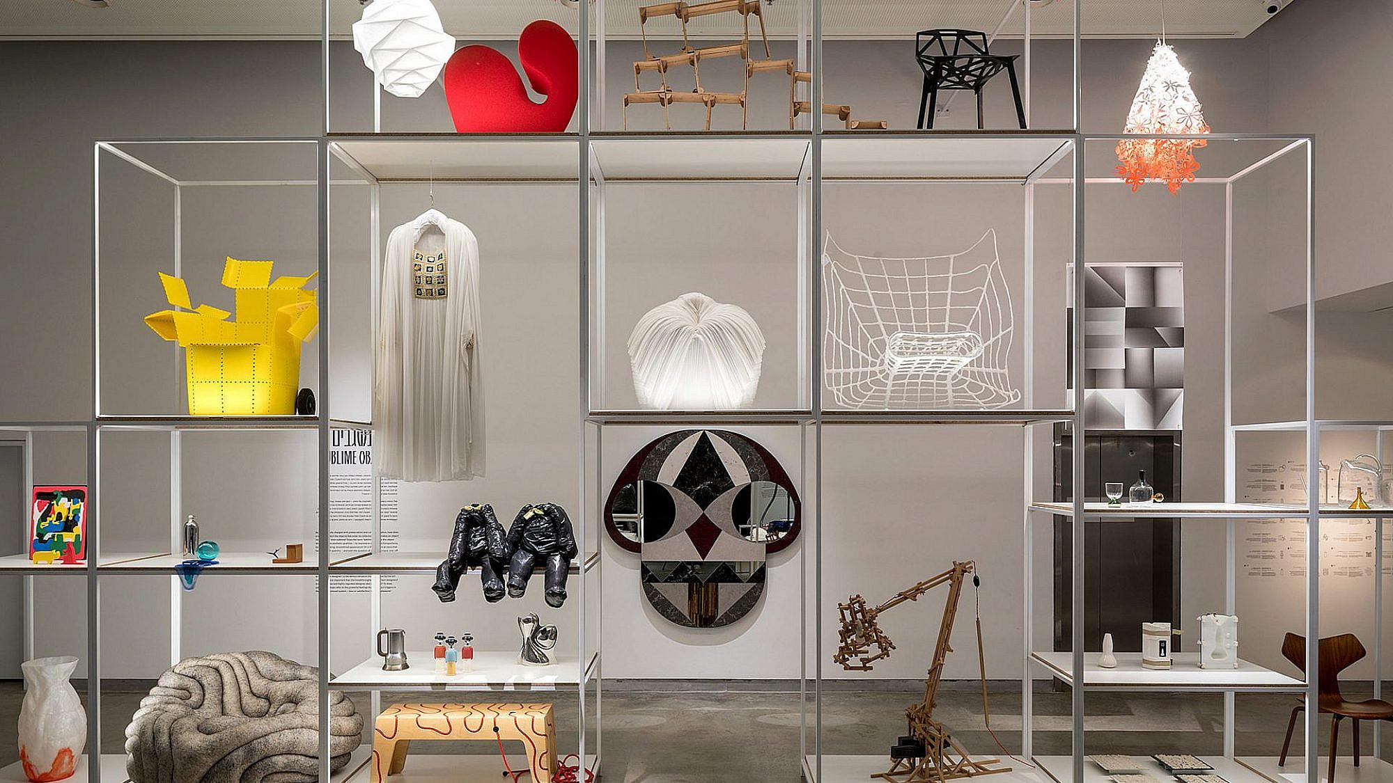 """""""קופסה שחורה"""", תערוכה מאוסף מוזיאון העיצוב חולון (צילום: אלעד סריג)"""