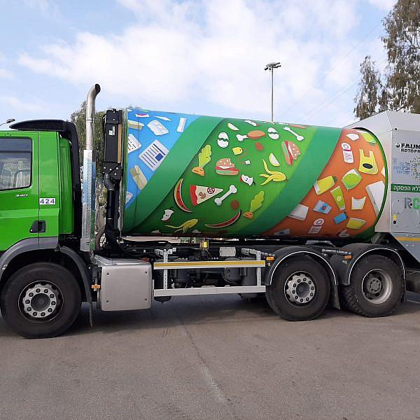 המשאית החדשה שלנו. מבחינתנו שיקראו לה איקס-אל-טריקס, העיקר שלא תעיר אותנו. צילום: עיריית תל אביב-יפו
