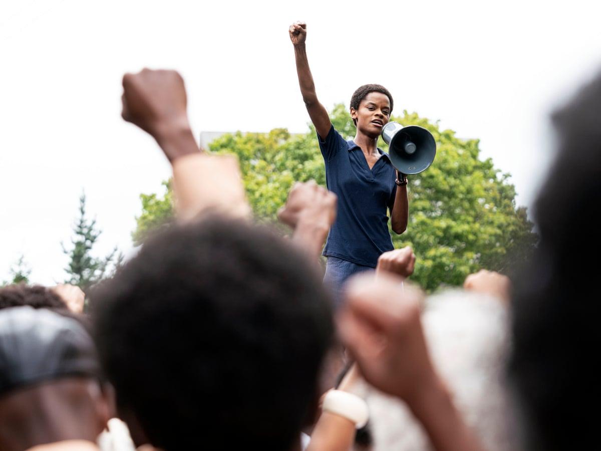 """פחות הצהרות פוליטיות, יותר בלדת מחאה מרגשת. """"מנגרוב"""" (צילום: BBC)"""