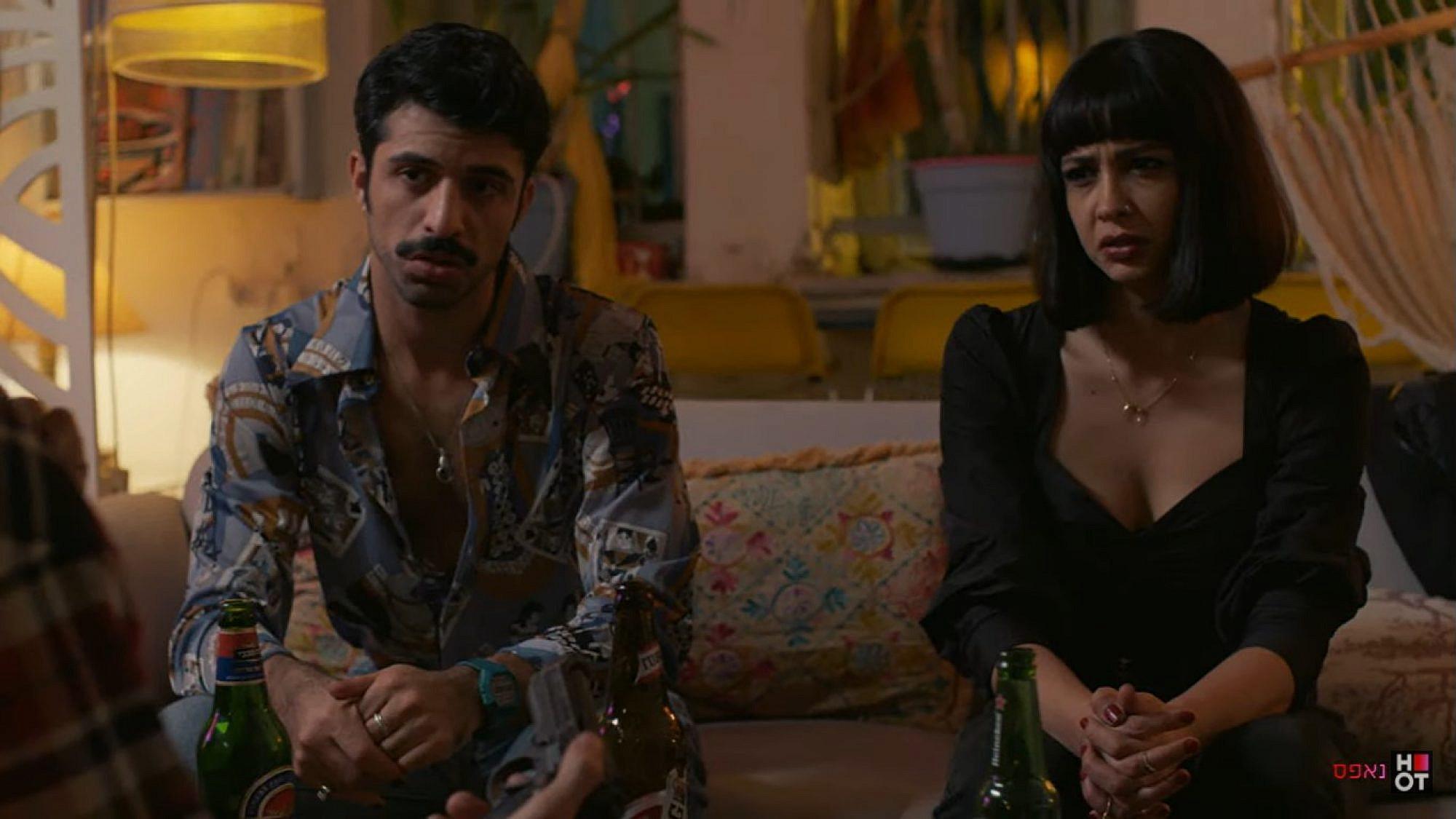 """הדמויות הראשיות הן הצד החזק של הסדרה. """"נאפס"""" (צילום מסך: HOT)"""
