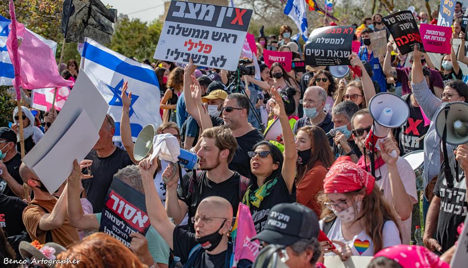 צעקות המחאה נשמעו גם בשידורים החיים. ההפגנה בזמן השבעת הכנסת ה-24 (צילום: בן כהן)