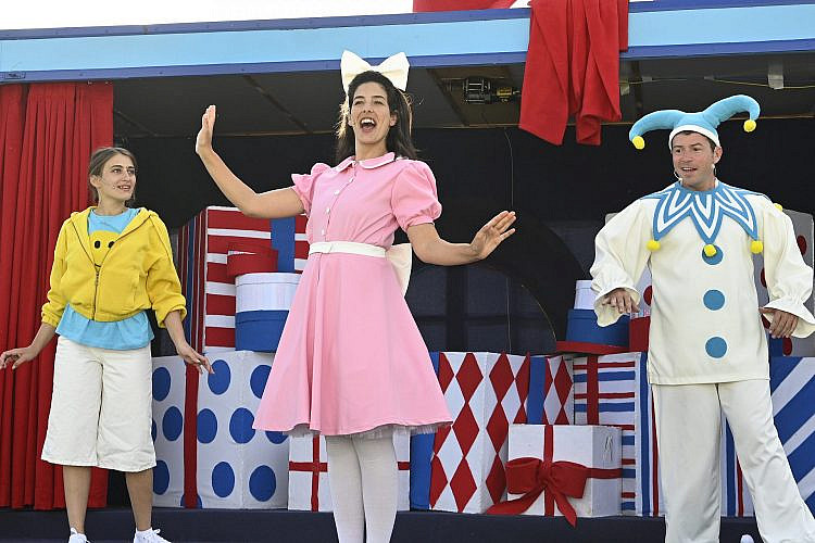 """בקרוב בכל רחבי הארץ. """"החגיגה שלנו"""" עם תיאטרון אורנה פורת (צילום: יוסי צבקר)"""