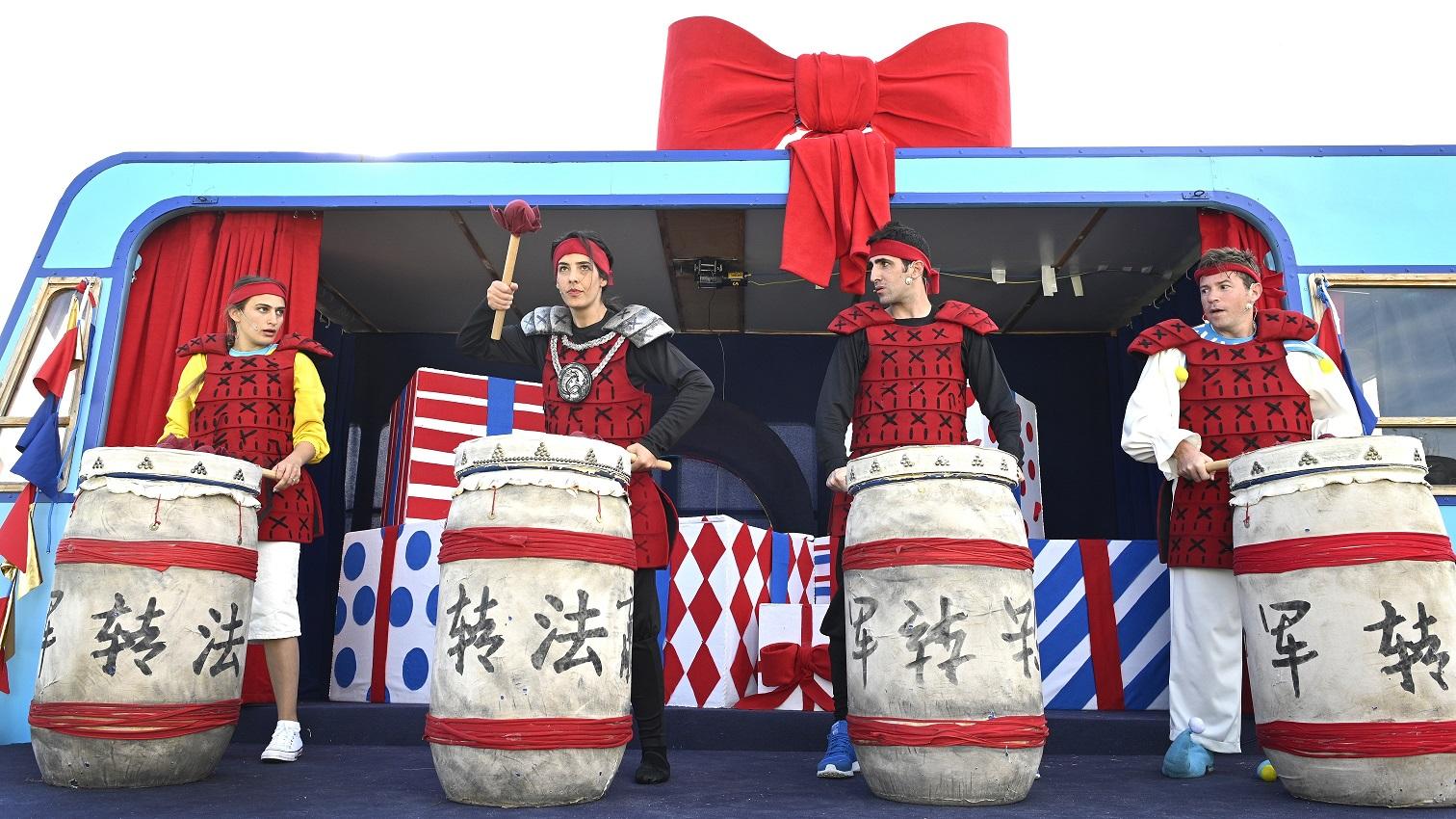 """יש לתיאטרון אורנה פורת יום הולדת וכולם מוזמנים. """"החגיגה שלנו"""" (צילום: יוסי צבקר)"""