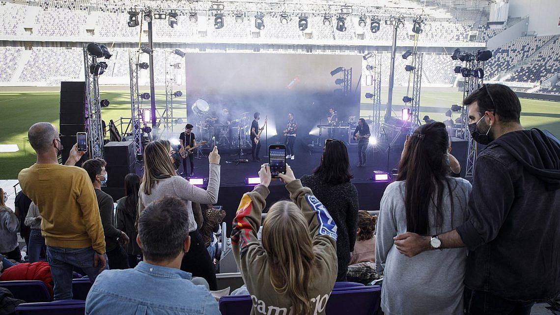 הופעת פוסט-קורונה בבלומפילד, פיילוט של עיריית תל אביב-יפו, מרץ 2021 (צילום: קובי וולף\גטי אימג'ס)