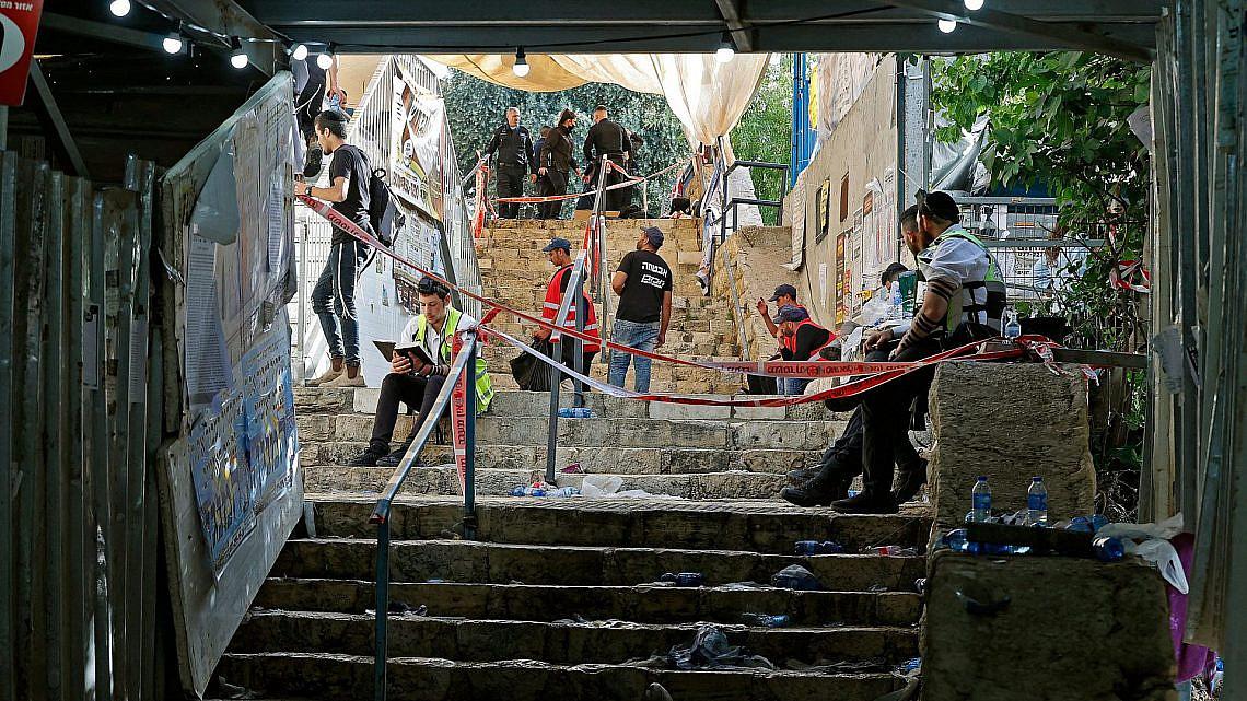 צוותי ההצלה במקום האסון בהר מירון, הבוקר (צילום: ג'ק גואז\AFP\גטי אימג'ס)