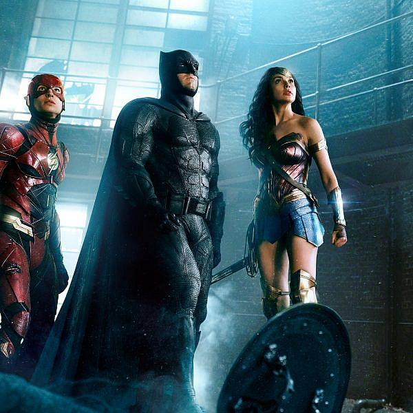 משמאל: הדבר היחיד בסרט שאין לנו תלונות לגביו. ליגת הצדק: גרסת סניידר
