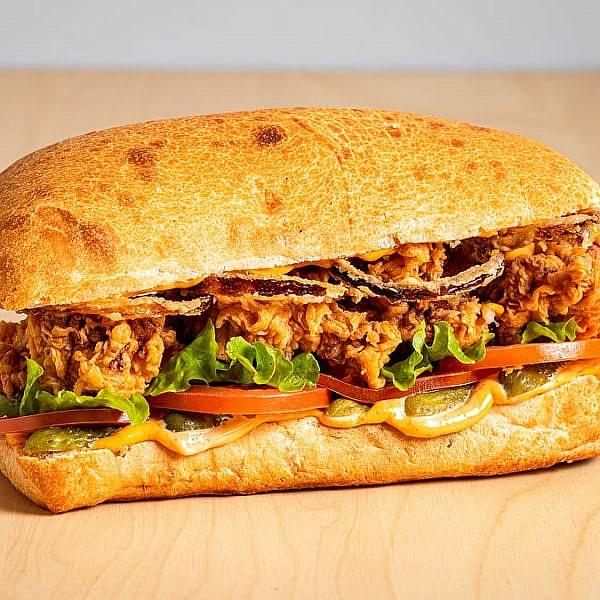 הסנדוויץ' הזה הוא התרופה לבלוז של יהודה הלוי. ניובי'ז דלי (צילום: יחסי ציבור)