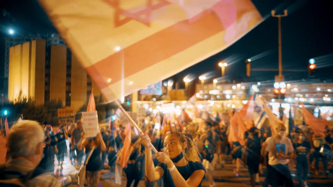 """לוחמה דיגיטלית של הממסד נגד תכני מחאה ברשתות? מתוך הקליפ של """"היינו מסטולים"""" (צילום: אסף שפיר)"""