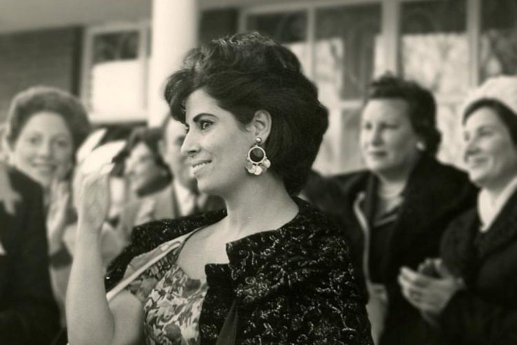 מתוך המלכה על שושנה דמארי