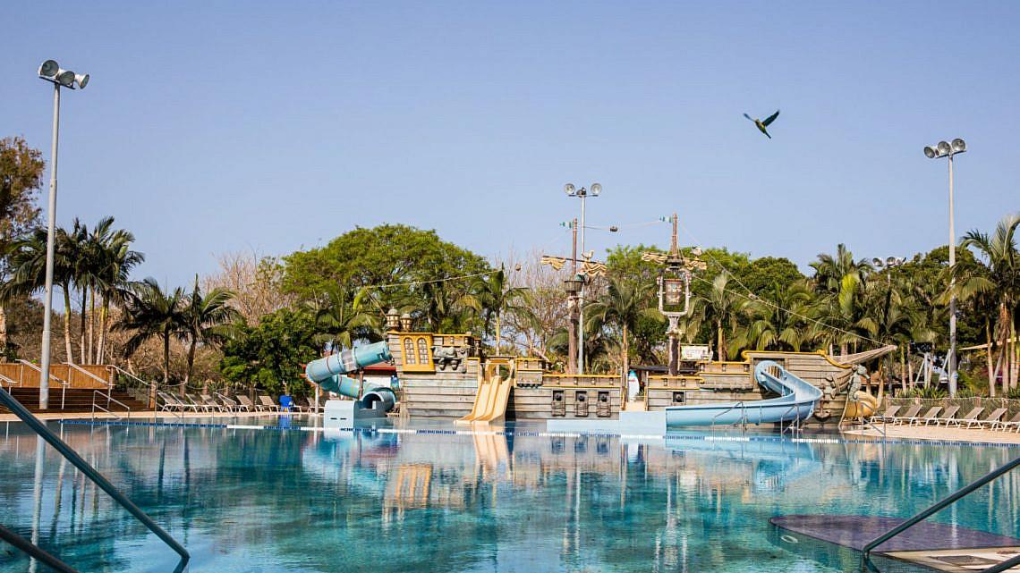 בריכה היא אושר. פארק המים שפיים (צילום: מיטל דור)