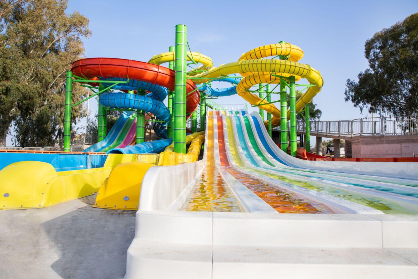 מתחם המגלשות החדש בפארק המים שפיים (צילום: מיטל דור)