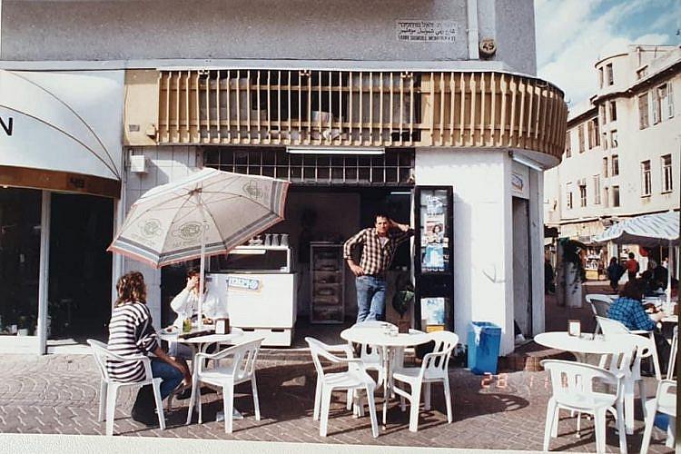 """בית הקפה """"פעמיים קפה"""". לא הרבה השתנה מאז. צילום: נבו יהודאי"""