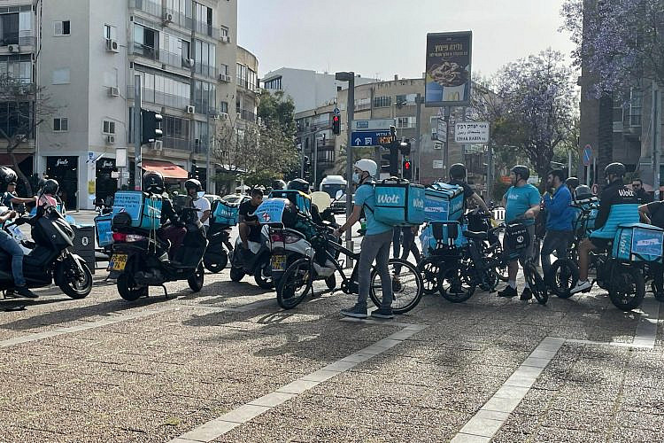 מחאת שליחי וולט בכיכר רבין. צילום: תומי שטוקמן