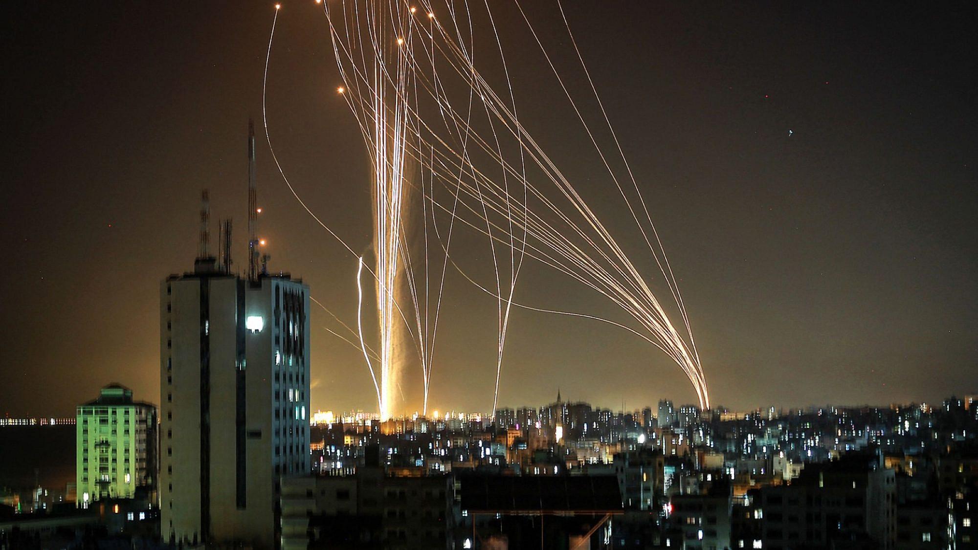 שיגורים מעזה, הערב. צילום: אנאס באבא\AFP\גטי אימג'ס