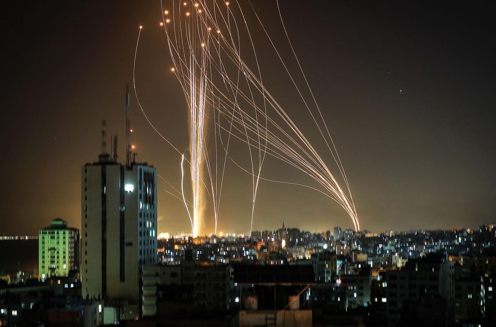 על ירי הרקטות לישראל פחות מעניין לדבר. לילה של שיגורים מעזה (צילום: גטי אימג'ס)