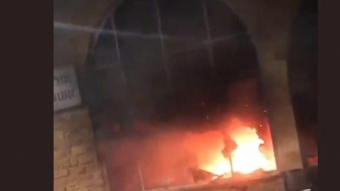 שריפה באורי בורי בעכו. מתוך הטוויטר של העיתונאית ליאת רון
