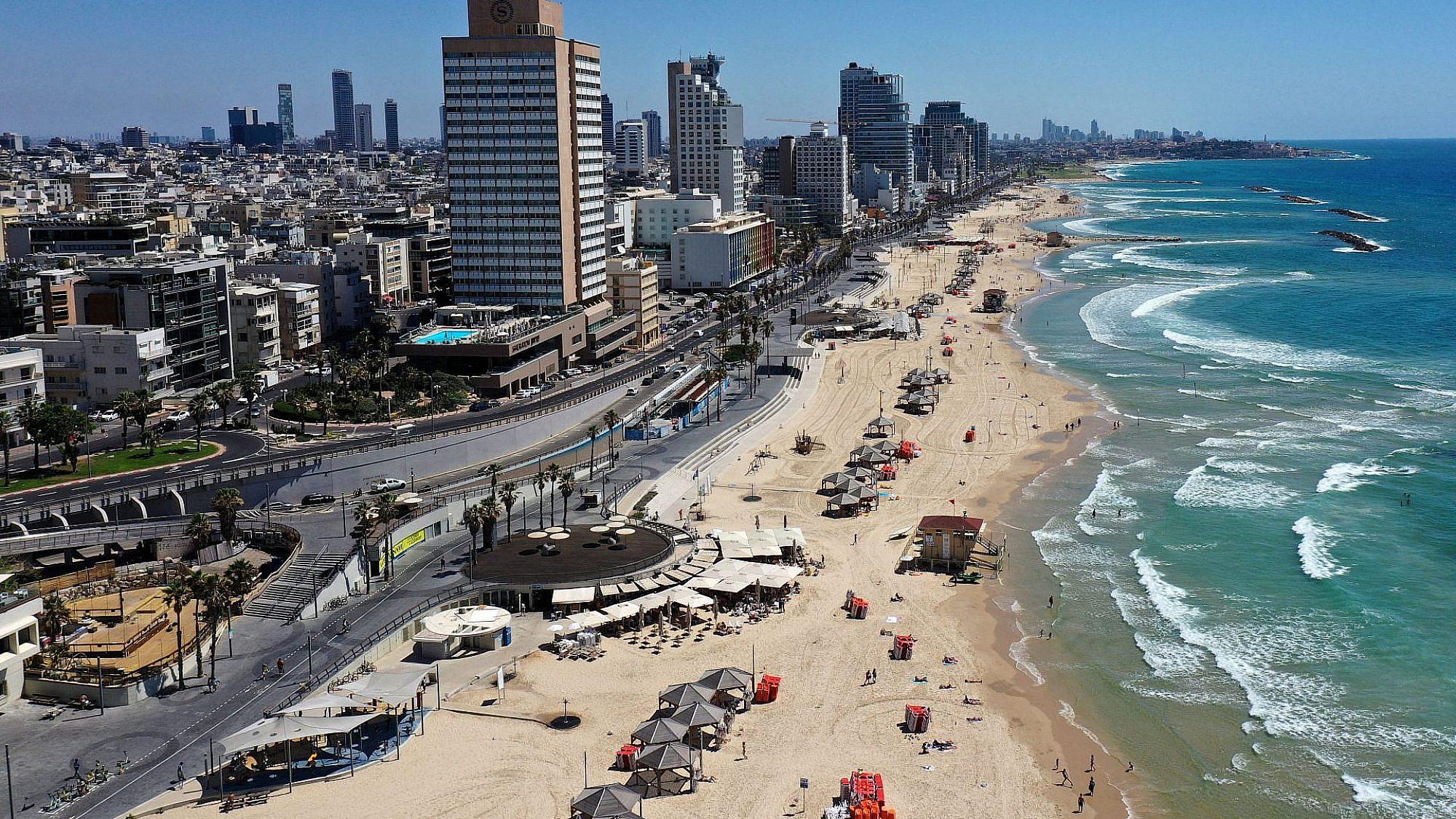 קו החוף בתל אביב, השבוע. צילום: גיל כהן מגן  \\ גטי אימג'ס