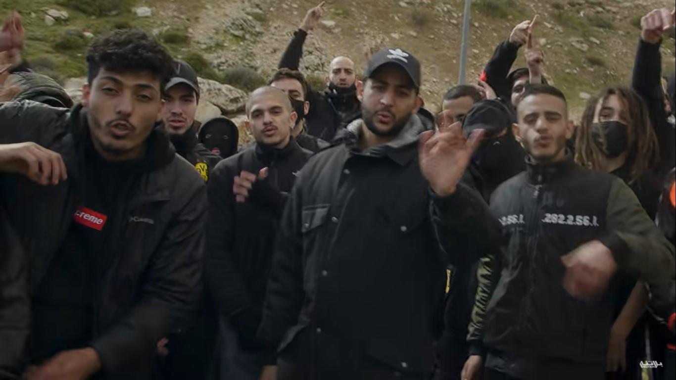 לא מתים על משמר הגבול, יש להניח. דאבור ושאב ג'דיד עם כל הקרו (צילום מסך: BLTNM/Youtube)