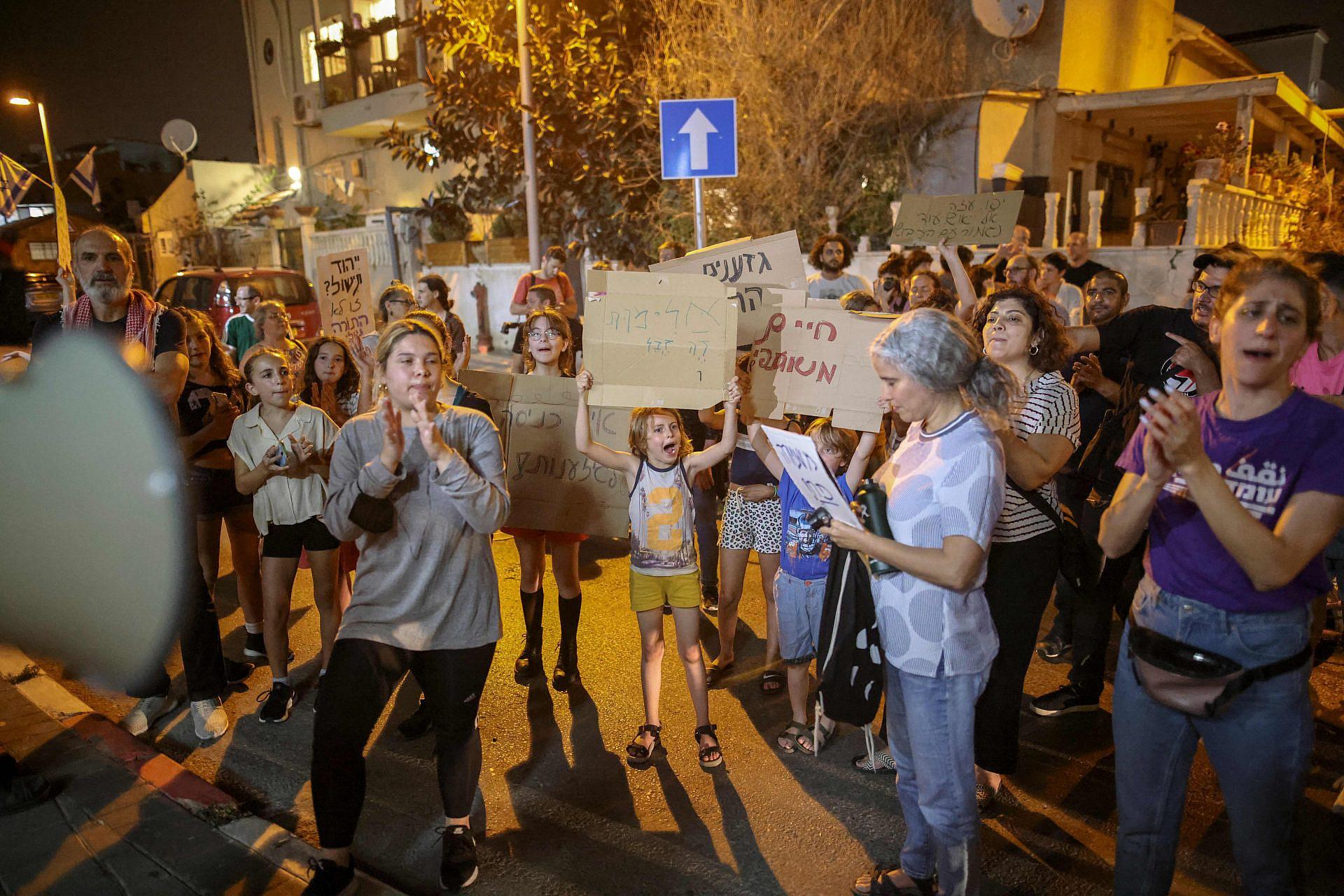 ערביות ויהודיות מסרבות להיות אויבות. הפגנה נגד הגזענות ביפו, אפריל 2020 (צילום: אחמד ג'רבאלי\AFP\גטי אימג'ס)