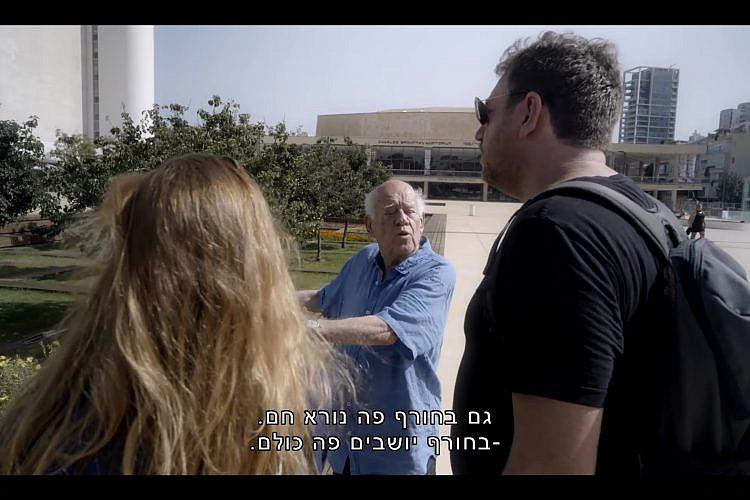 """דני קרוון מתעצבן על דברים. מתוך הסרט התיעודי """"דני קרוון"""""""