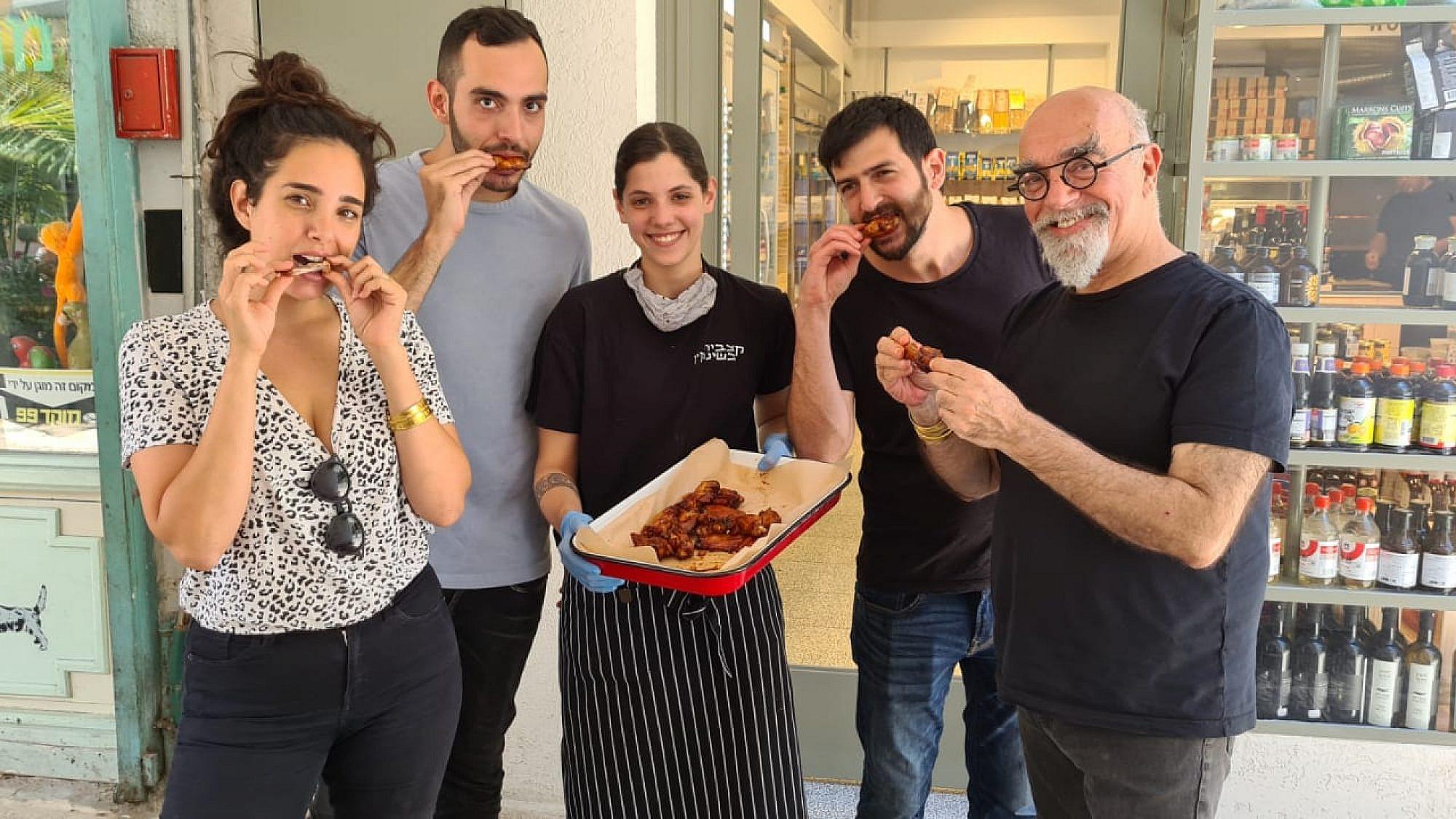 מימין לשמאל: ישראל אהרוני, יובל לוי, חן לוינשטיין, אורי אהרוני ותמרה אהרוני