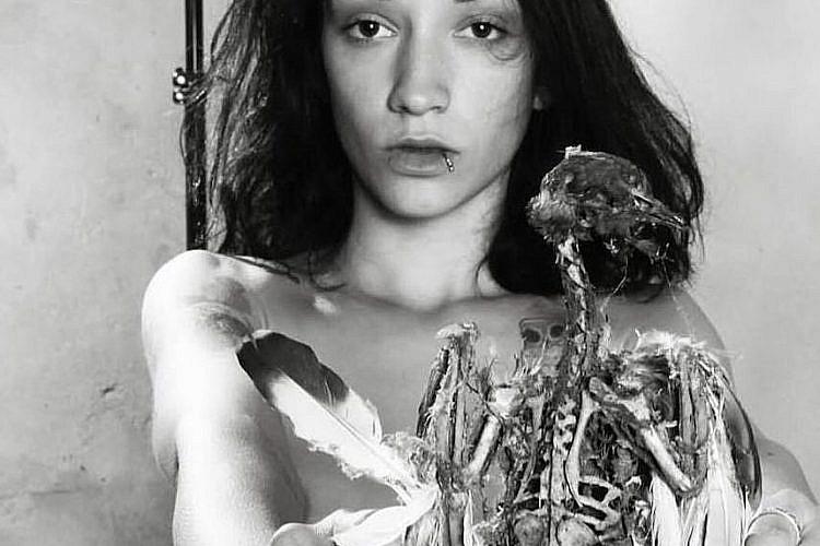 עבודה של אן סימין שתוצג בתערוכה של לונה על המחזור החודשי: In front of me