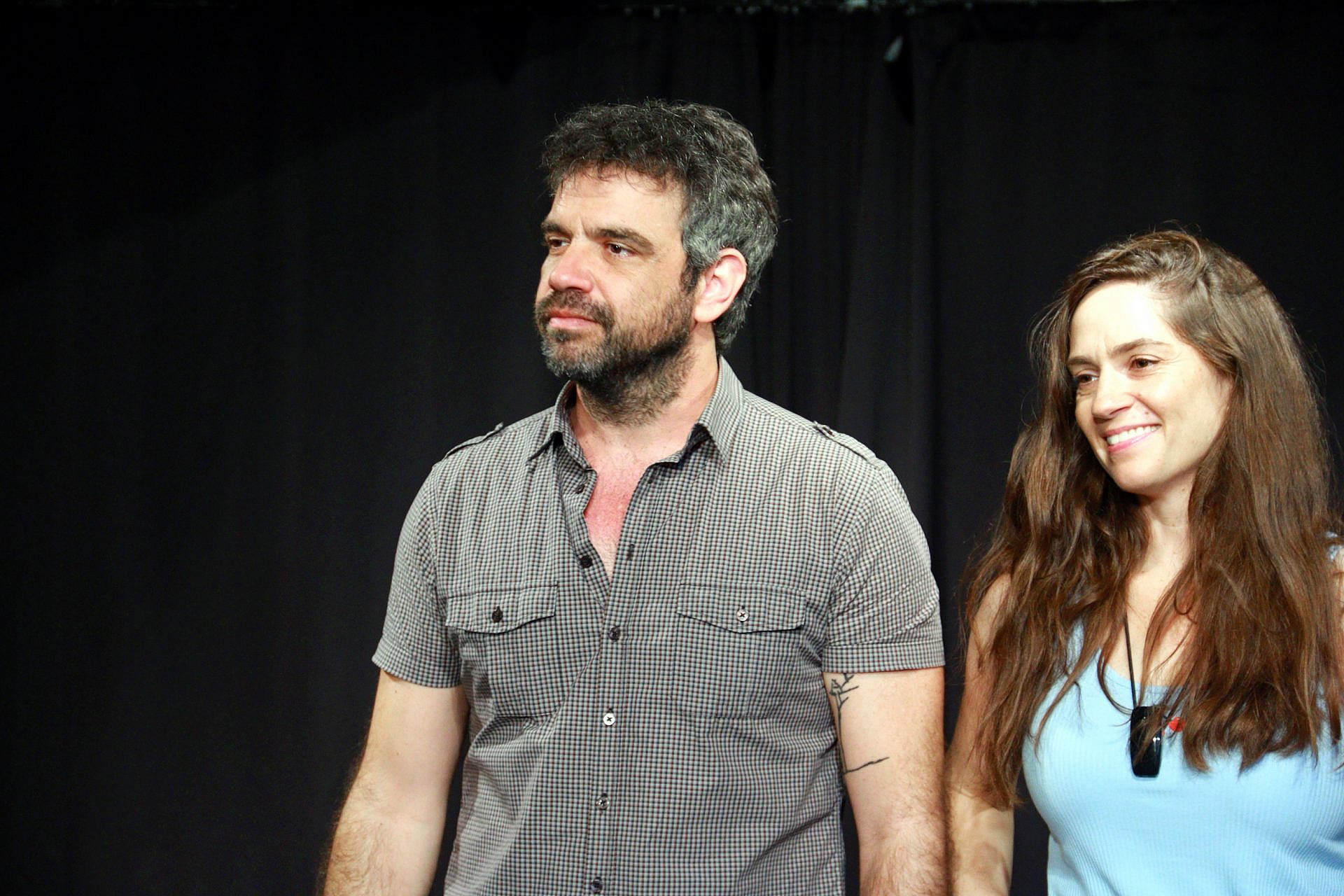 """טלי שרון ואסף סלומון בתסכית """"פרחים לא משקרים"""", פסטיבל און אייר (צילום: טרלן בן-אבי)"""