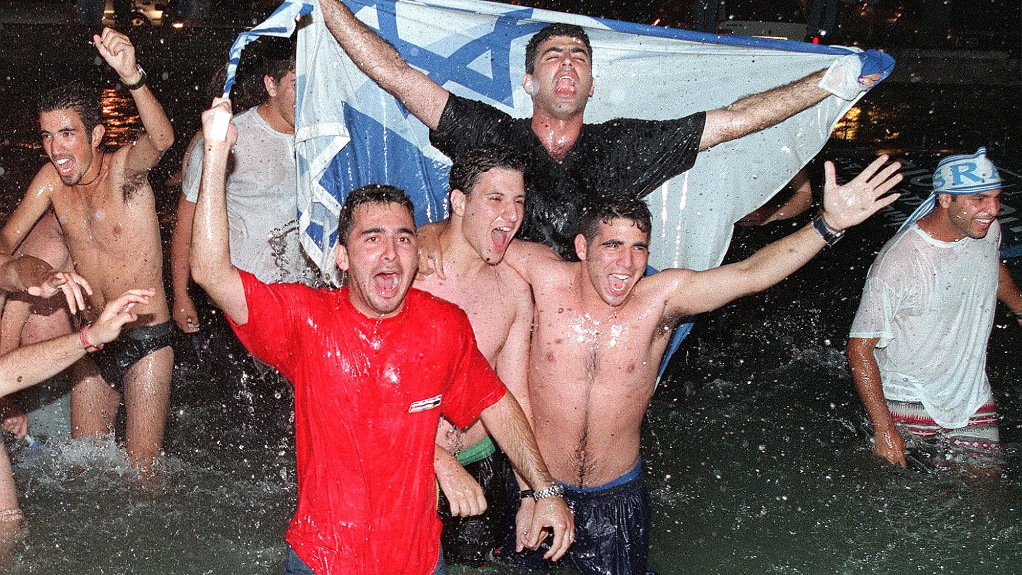 חגיגות הניצחון של דנה אינטרנשיונל באירוויזיון, מאי 1999 (צילום: AFP\גטי אימג'ס)
